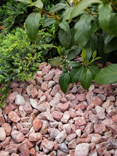Baskisch rood grind 16 - 25mm aangelegd