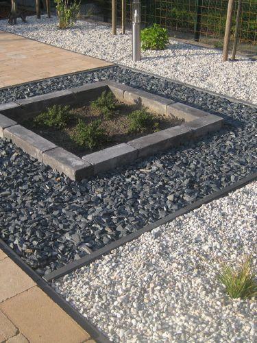 Canadian Slate zwart aangelegde tuin