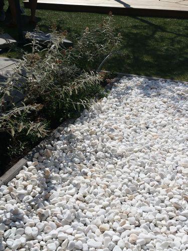 Crystal white grind 25 - 40mm aangelegde tuin