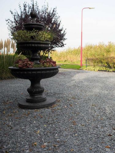 Flat Pebbles zwart 15 - 30mm aangelegde tuin