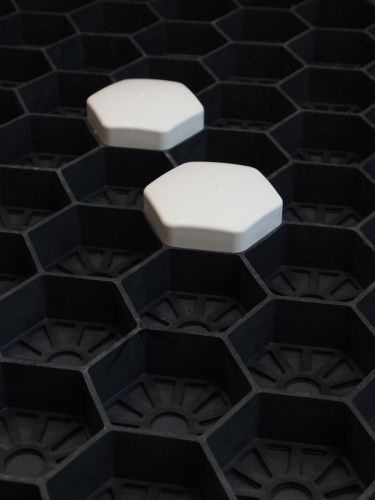 Easygravel® markeerdoppen (wit) in Easygravel®splitplaat