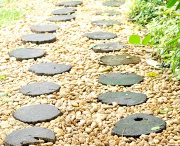 Stapstenen en grind, een perfecte combinatie voor in de Nederlandse tuin!